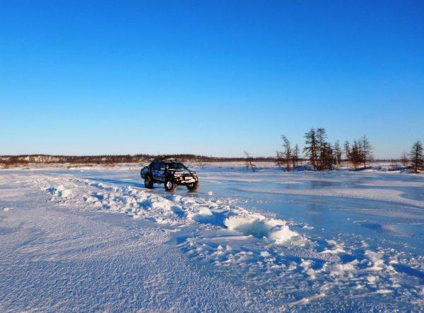 Сначала, выехав на обещанные наледи мы обрадовались, что нас держит лёд, в котором ещё вчера тонули грузовики.