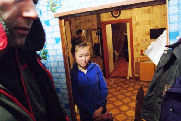Вот эта девушка прожила 5 лет в Санкт-Петербурге, и успешно закончила Педагогический университет имени А.И. Герцена. Но шумный город ей совсем не понравился, и, затосковав по родному посёлку, не раздумывая, вернулась в него. Пока работает воспитателем в детском саду, со временем надеется перейти работать учителем в школу. И это не единичный случай. Мы в тех краях не раз встречали молодёжь, которые, отучившись в Москве, Санкт-Петербурге или Красноярске, не задумываясь, возвращались обратно в свои посёлки.