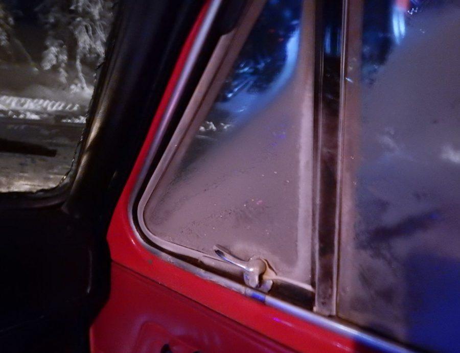 А мороз тем временем всё крепчал и крепчал. Заметьте, это двойное остекление.
