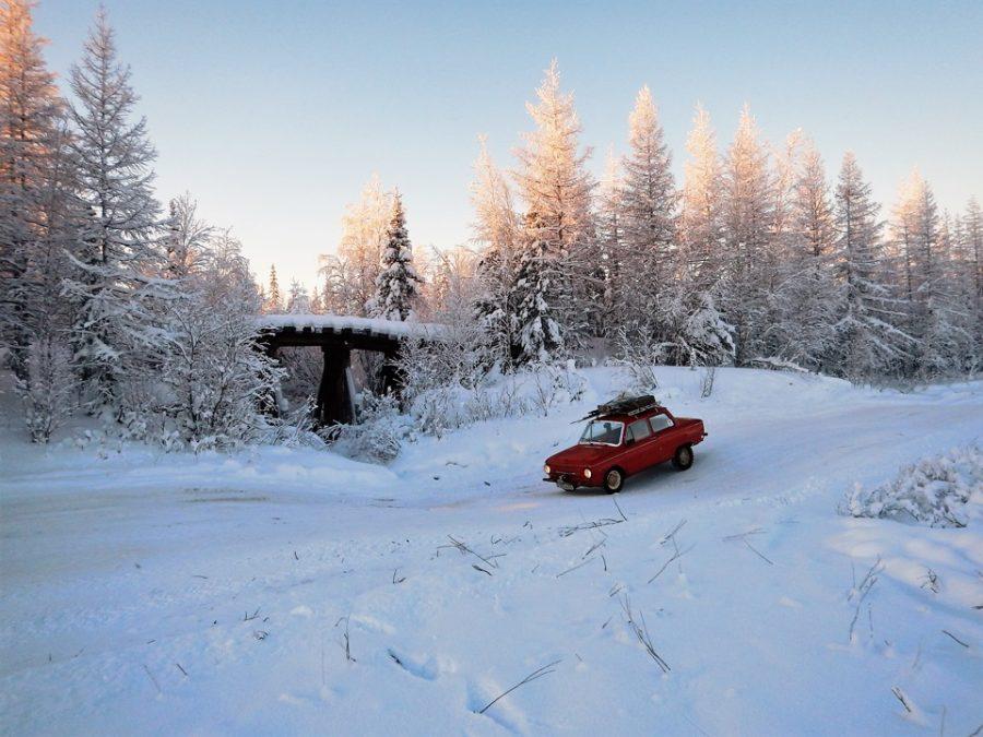 Зимник проходит вдоль заброшенной сталинской 501-ой стройки.