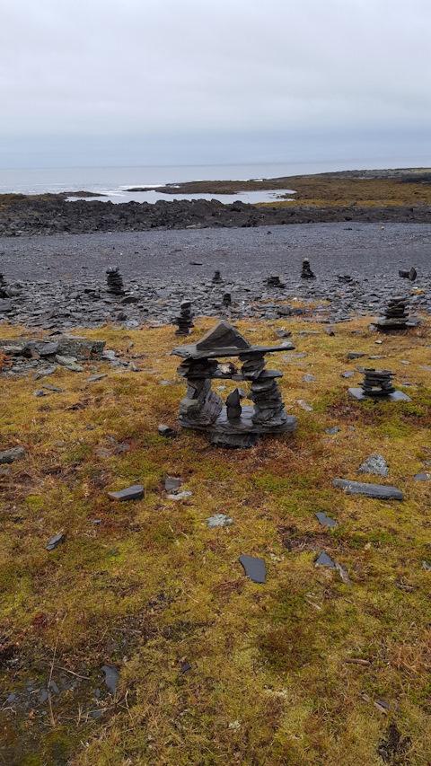 Так как Норвегия близко, можно называть каменные туры на их манер — троллями :)